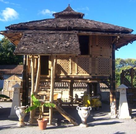 Maison sur pilotis en bambou - Vente abris de jardin en ...