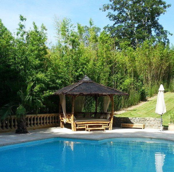 "Gazébo lit ""ORI Bed"" en bambou - près de la piscine"