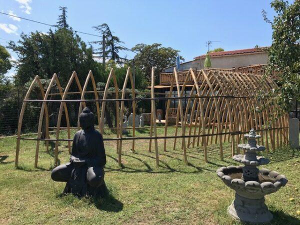 Une belle arche en bambou pour se dire OUI ou tout simplement en décoration