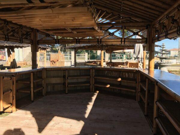 Intérieur du grand bar bambou pour professionnel