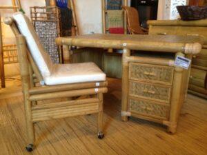 Bureau et fauteuil en bambou