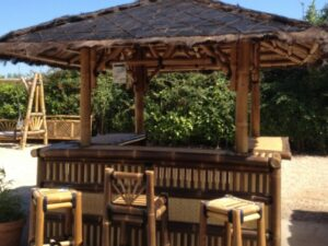 Paillote Bar en bambou bicolore - Mobilier exotique pour l'extérieur