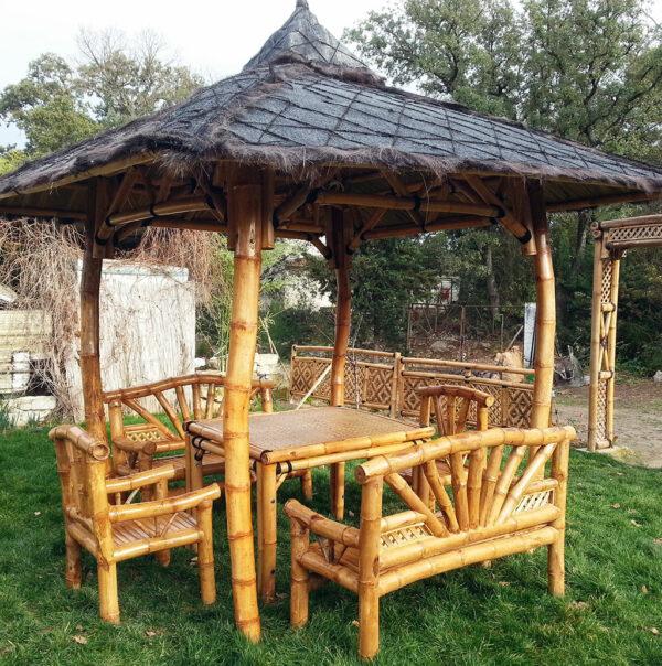 Gazebo Ori avec mobilier en bambou